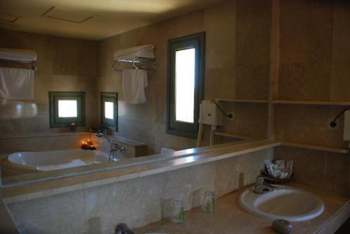 Suite Hotel Leonor de Aquitania 32