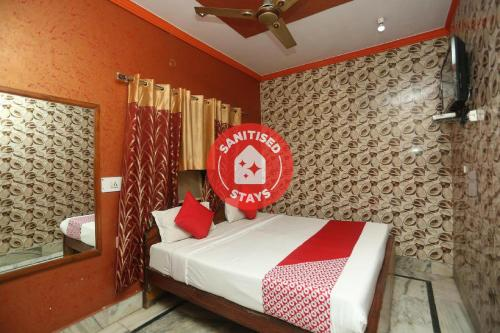 . Vaccinated Staff- OYO 18641 Hotel Rashmi