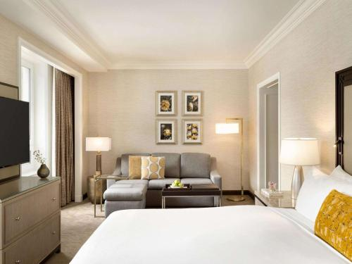 Fairmont Gold Junior Suite with Lake View