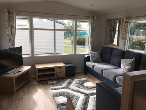 3 Bedroom 2 Bathroom Prestige Caravan PRESTHAVEN SANDS
