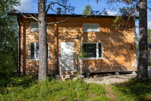 Hirsi - The White Blue Wilderness Lodge