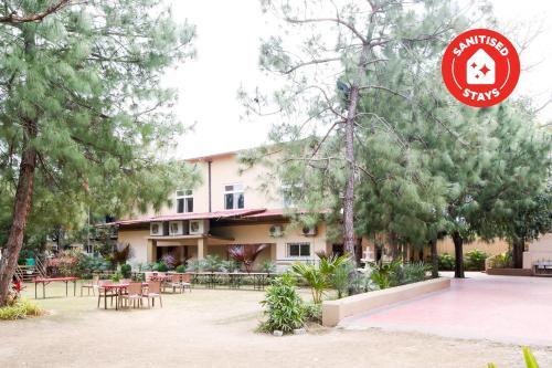 . Capital O 46175 Blue Lotus Club And Resorts
