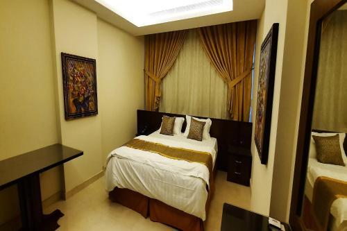 Capital O 549 The Blue Rose Hotel Main image 1