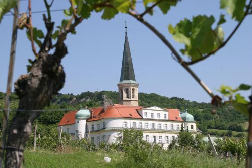 __{offers.Best_flights}__ Schloss Gumpoldskirchen