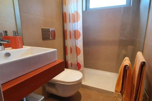 LovelyStay - Modern 3Bedroom Duplex W/Pool