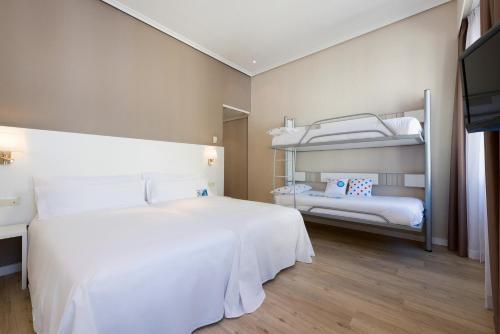 Hotel Madrid Gran Via 25 Affiliated by Meliá - image 11