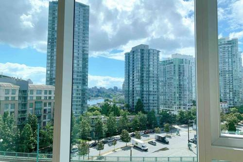 Yaletown Highend Luxury apartment with Water View