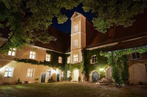 . Klosterhof St. Salvator