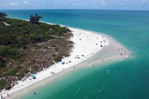 Updated Naples Beachhouse