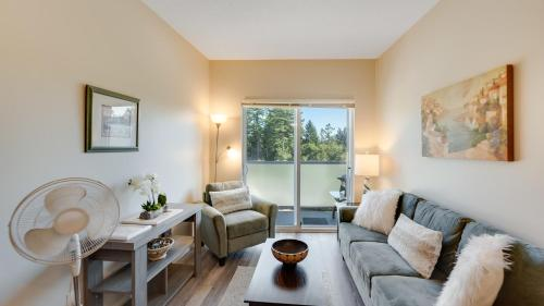 . Cozy Creekside 1 bedroom condo