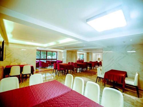 Lavande Hotel (Gaozhou Xiantai Bridge Branch)