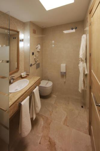 Interior Double Room Casa Consistorial 2
