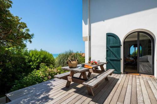 INDIGO KEYWEEK Seafront Villa with Outdoor Jacuzzi and Garden in Bidart - Accommodation