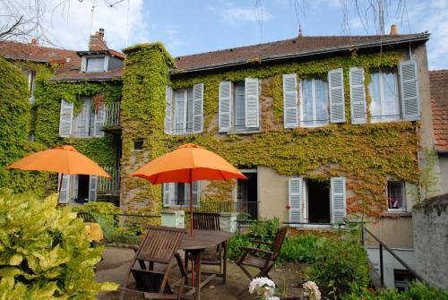 Studio in Neris les Bains with balcony and WiFi - Location saisonnière - Néris-les-Bains