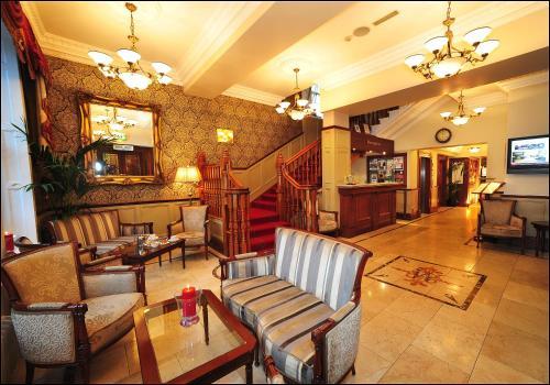 . Westenra Arms Hotel