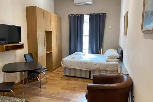 3rd Flr Studio for 2 Near Hyde Park-R16-Building32