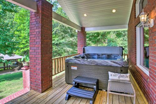 Hot Springs Area Home with Dock on Lake Hamilton