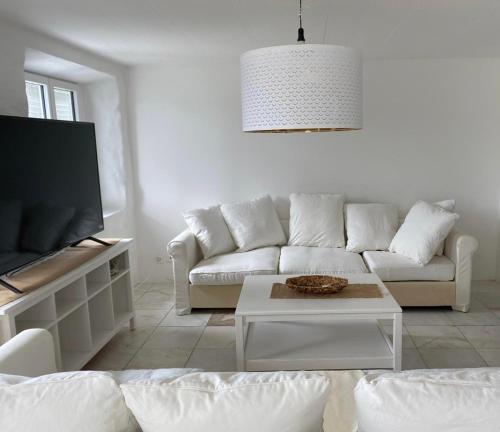 Lakeside Luxury 2.5 Bedroom Apartment
