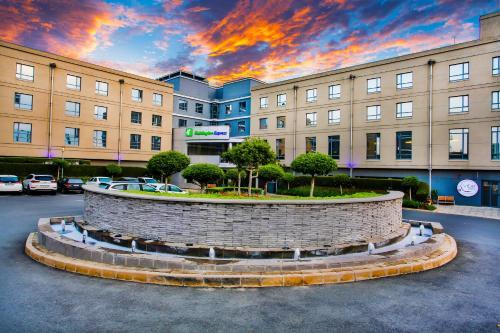 . Holiday Inn Express Sandton-Woodmead, an IHG Hotel