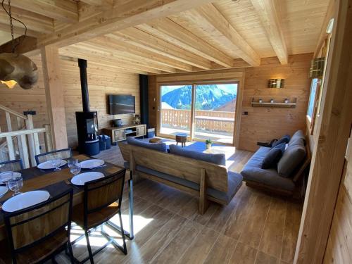 Chalet mitoyen proche pistes avec vue panoramique - Accommodation - La Toussuire