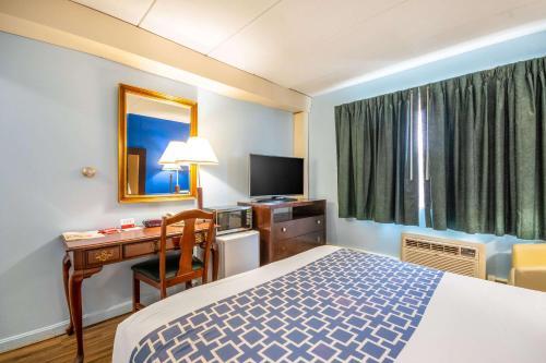 Econo Lodge Inn & Suites Windsor - Windsor Locks, CT CT 06096