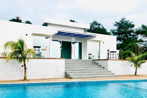 Villa 3 Kamar Kolam Renang Pribadi Kota Bunga