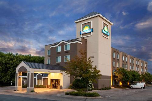 . Days Inn by Wyndham Eagan Minnesota Near Mall of America