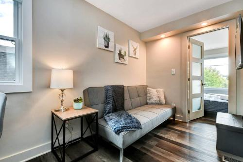 Bright and Modern 1BR with King Bed Near Downtown!