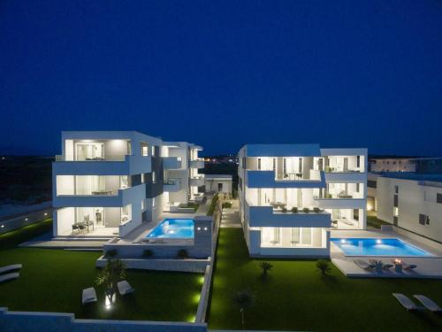 . Apartments & Rooms Pool Villas Maris