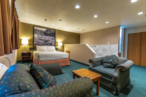 Super 8 by Wyndham Kamloops On The Hill - image 9