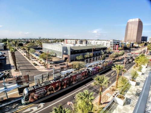 Phoenix Arts District ∣ Full Urban Apartments ∣ Light Rail