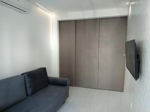 Flat Terreo Muro Alto Condominio Clube