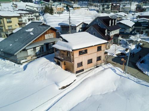 Tamanegi House luxury 4 bedroom Ski Chalet - Nozawa Onsen