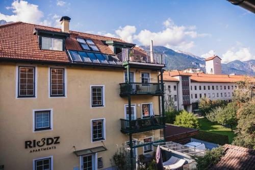 . Riedz Apartments