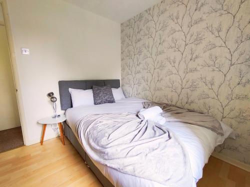Oldbrook Lovely 3 Bedroom House Sleeps 6 FREE PARKING And NETFLIX
