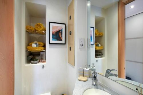 1 Bedroom Apartment, Leeds Stunning & Cosy Find!