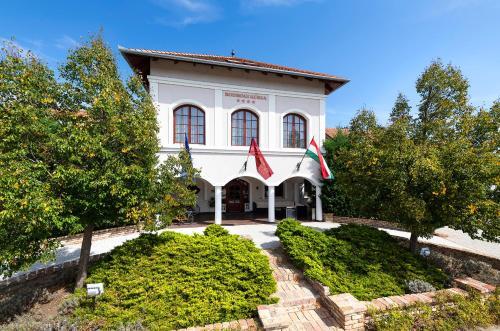 __{offers.Best_flights}__ Bodrogi Kúria Wellness Hotel