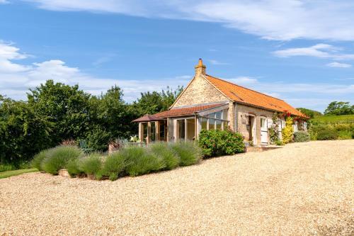 Little Walk Cottage - Photo 2 of 21