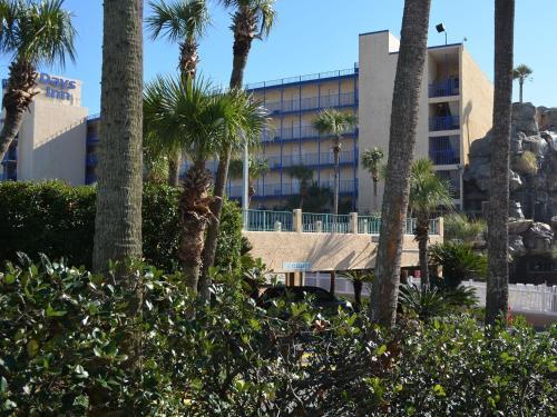 Days Inn By Wyndham Panama City Beach/Ocean Front - Panama City Beach, FL 32407