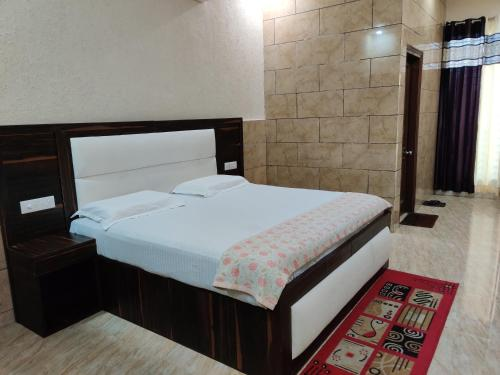 Shivam Lodge