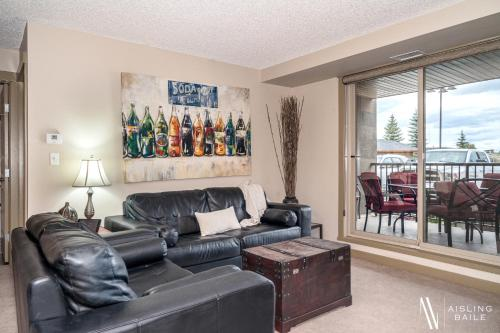 Central, Ground Floor, Spacious, Pool and Hot Tub - Hotel - Invermere