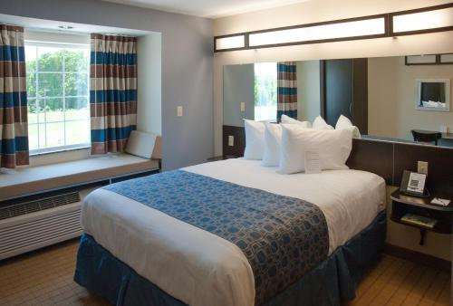 Cypresswood Inn and Suites