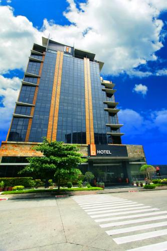 . The B Hotel - Managed by The Bellevue Group of Hotels Inc