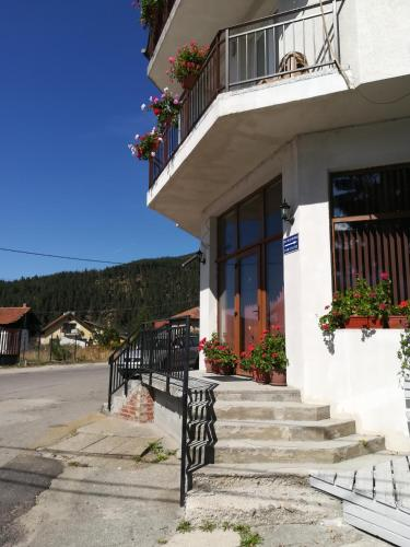 Guest House Edelweiss - Photo 4 of 107