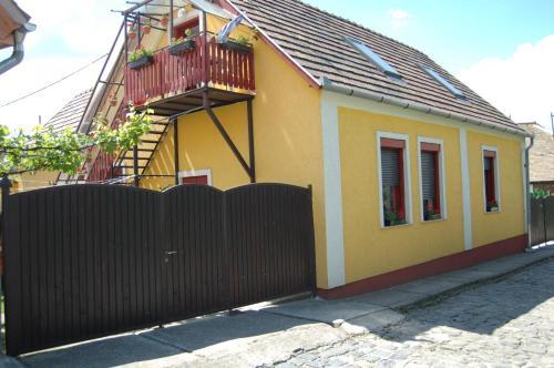 Zách Klára utcai Apartman, Pension in Visegrád