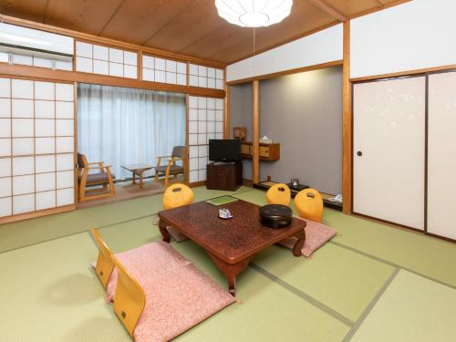 Japanese-Style Quintuple Room with Shared Bathroom - Non-Smoking