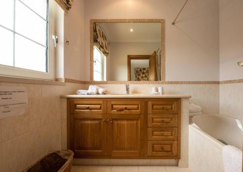 Villa Senna - 4 Bedroom Luxury Villa - Well Furnished Interior - Great Pool Area