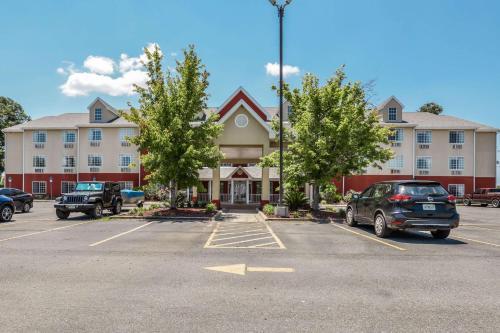 . Econo Lodge Inn & Suites - Marianna