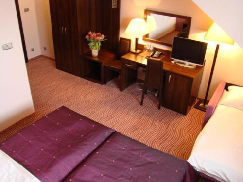 Hotel Azalia & Spa - Photo 3 of 102