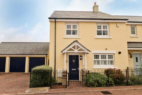 Village Centre Contemporary Holiday Home, St Merryn, Cornwall